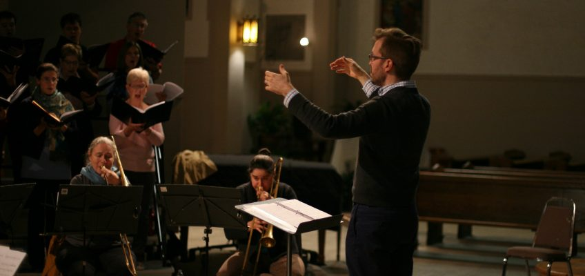 Christopher Hossfeld conducting mezzo Meagan Zantingh and the Cantata Singers of Ottawa. Credit: Marco Perico.